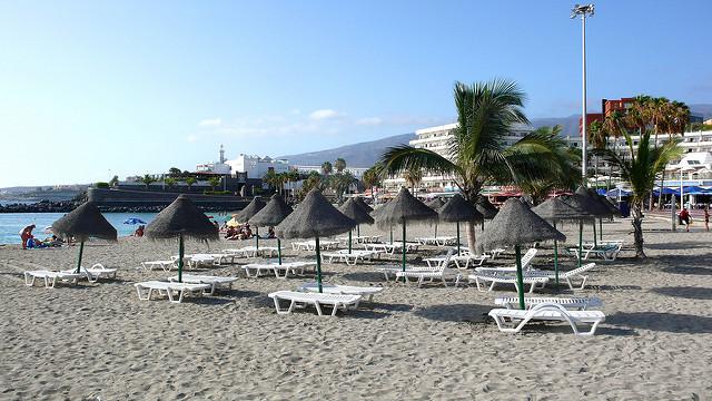 Один из пляжей Коста-Адехе