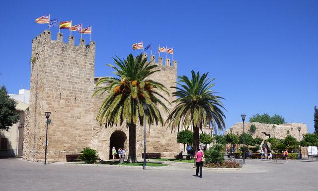 Ворота в старый город Алькудии