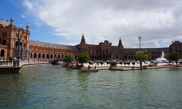 На площади Испании
