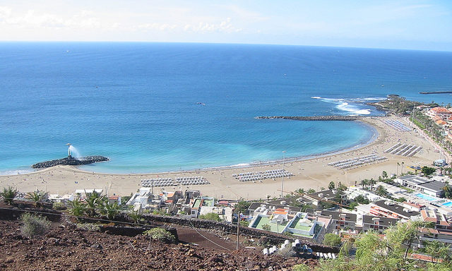 Вид сверху на пляжи Лос-Кристианоса