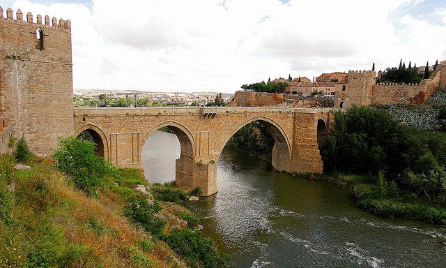 Мост Сан-Мартин через реку Тахо