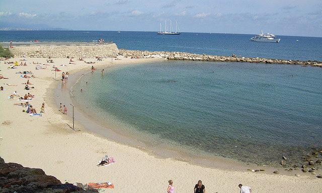 Пляж в Антибе