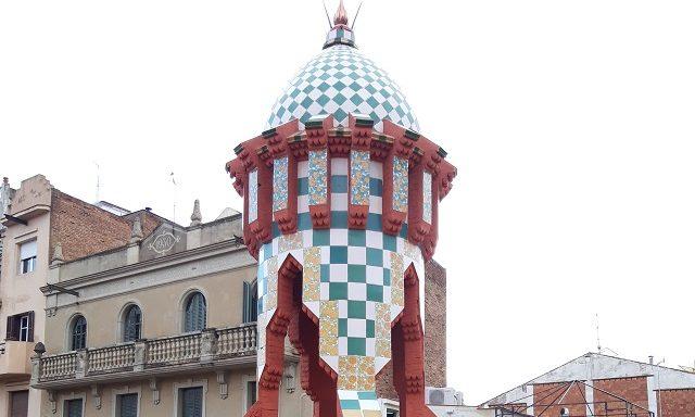 Одна из башен на крыше дома Висенс