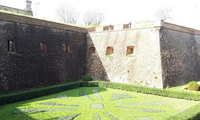 Крепость на вершине Монжуика