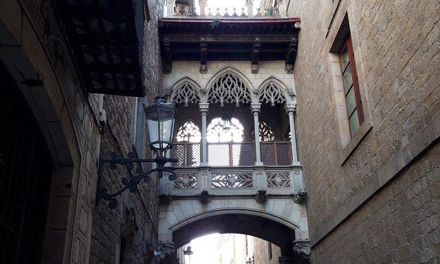 Балкон-арка в Готическом квартале