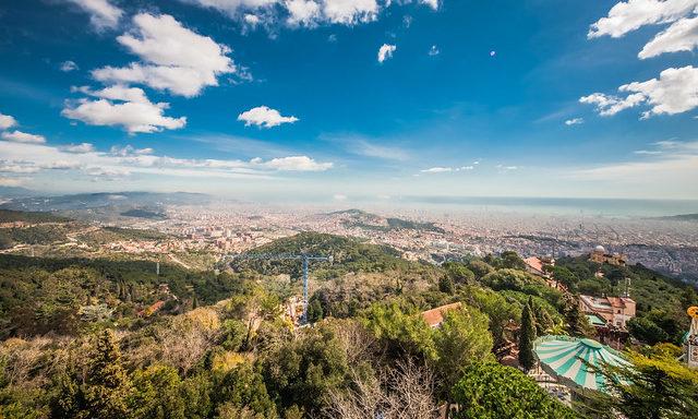 Diriye Amey - Панорама Барселоны с горы Тибидабо