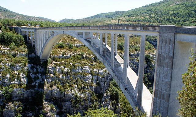 Арочный мост в Вердоне