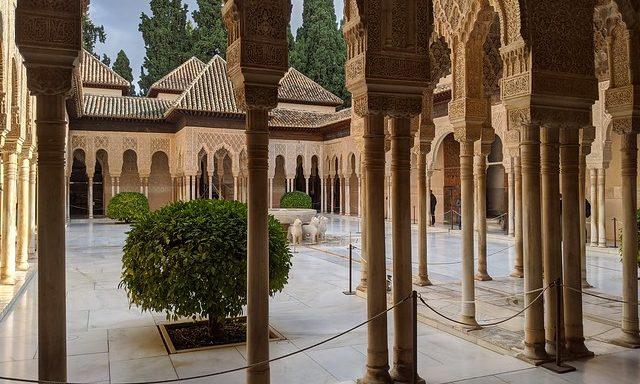 Внутренние дворики Альгамбры